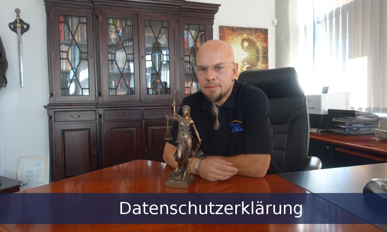 Bild zur SBS Datenschutzerklärung mit Mitarbeiter und einer Statue mit einer Waage
