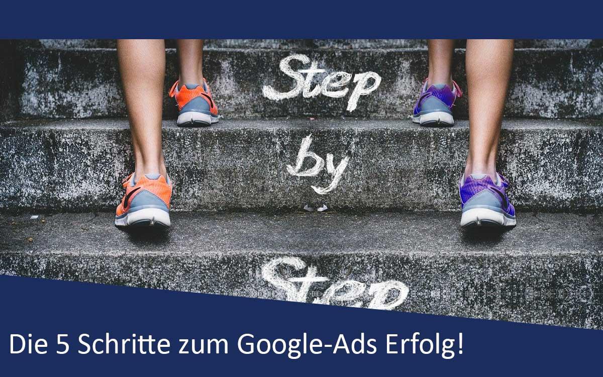 Bild mit zwei Läufern auf Treppe als Synonym für den Google-Ads Erfolg